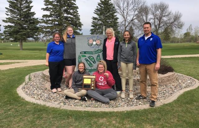 Stanley Girls Golf Team (Jayde Omar, Mackenna Hanson, Izzy Gilbertson, Jasmyn Giese, Kaisa Mortenson, Caiti Hennesey, Coach- Ian Grande)
